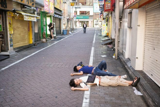 shibuya-drunks-passed-out-2000