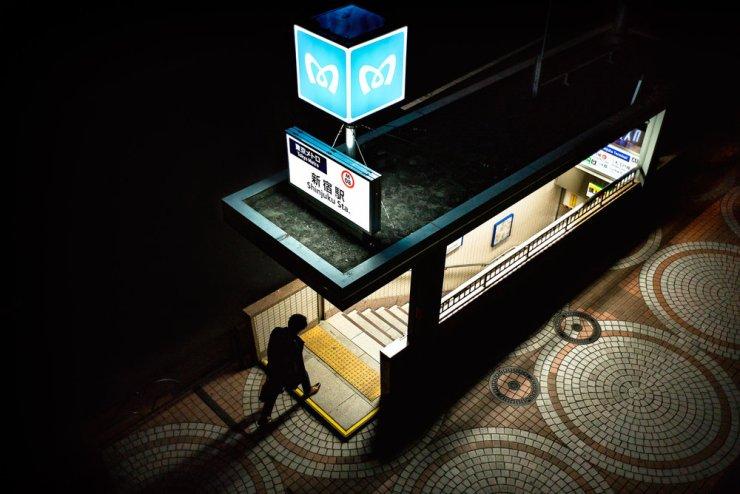 shinjuku-subway-at-night-2000