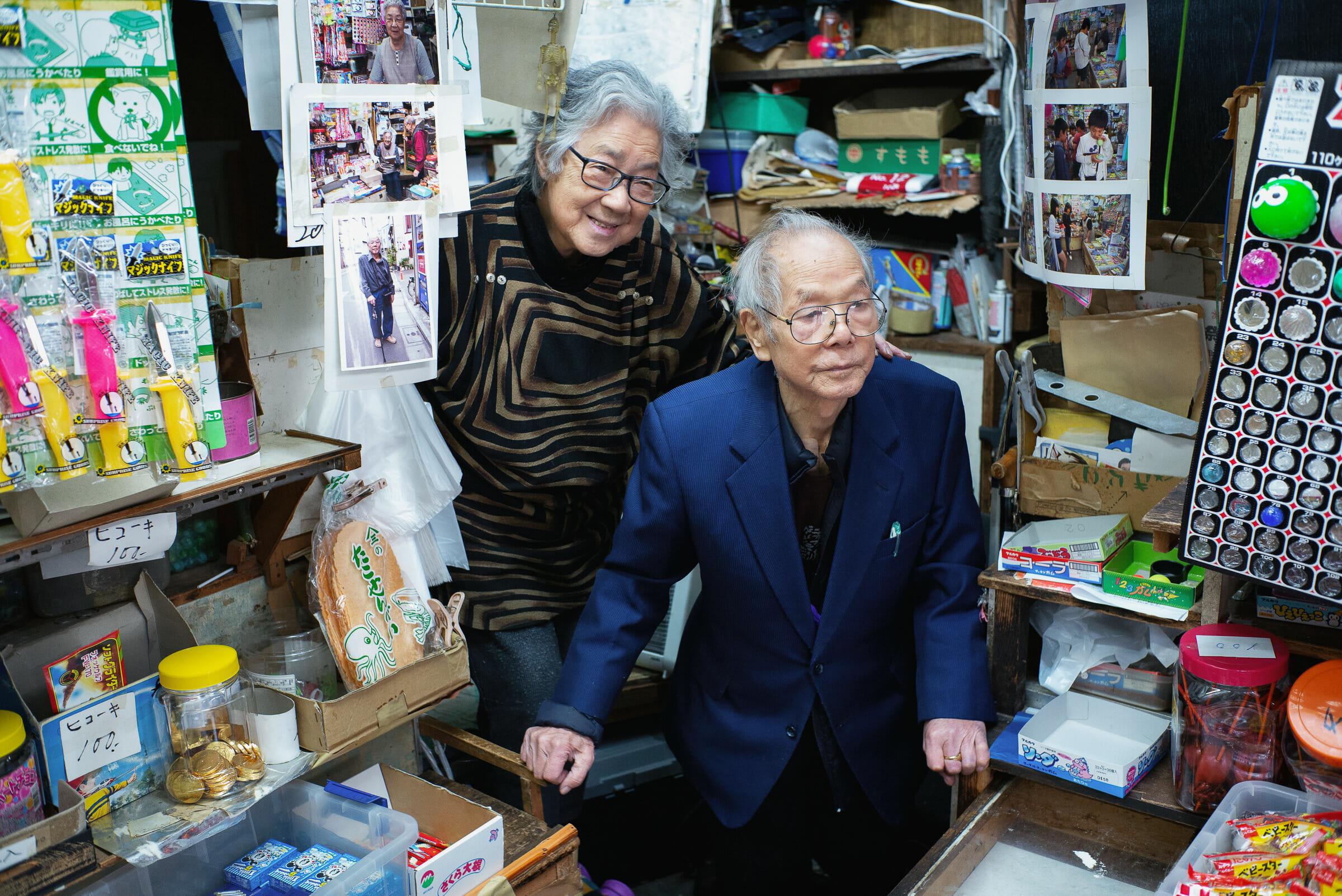 old-japanese-couple-shop.jpg