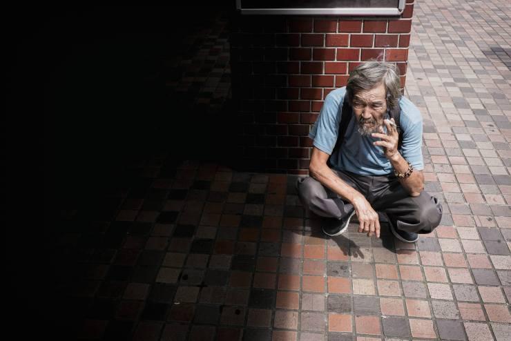 tokyo-thinker-and-smoker (1)